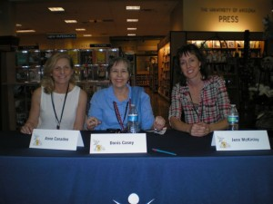 One of my TFoB panels, with Anne Canadeo (l) and Jenn McKinlay (r)